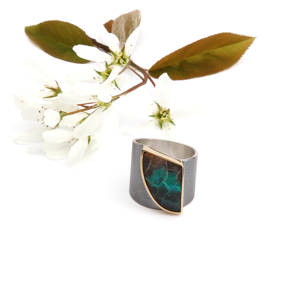 Silver ring with Yowah opal