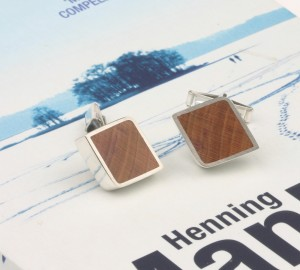 Cuff links in silver with wood inlay