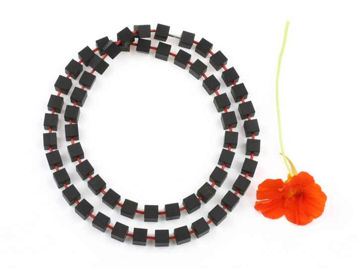 Collier Hip to be Square van ebbenhout