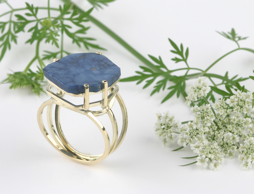 Ring made of gold and sapphire