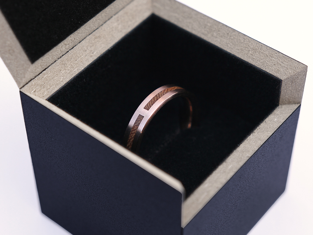 Ring FOREVER in red gold and cherrywood