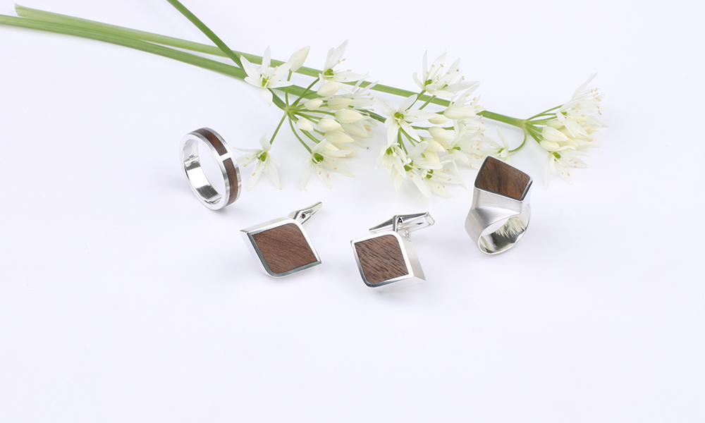 Silver mens ring and cuff links in diamond shape with cherry inlay