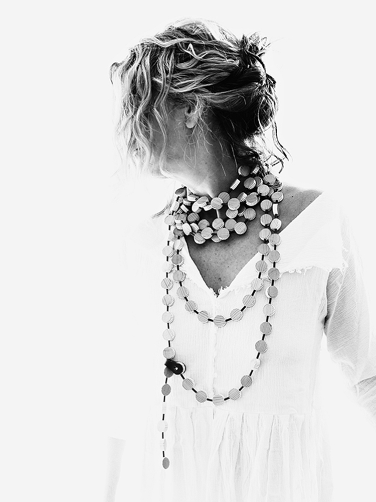 13threads wearing The Jewelry Story long necklace