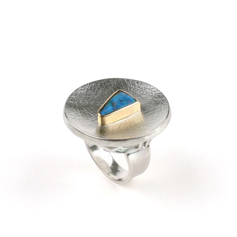 Large ring in silver and blue opal