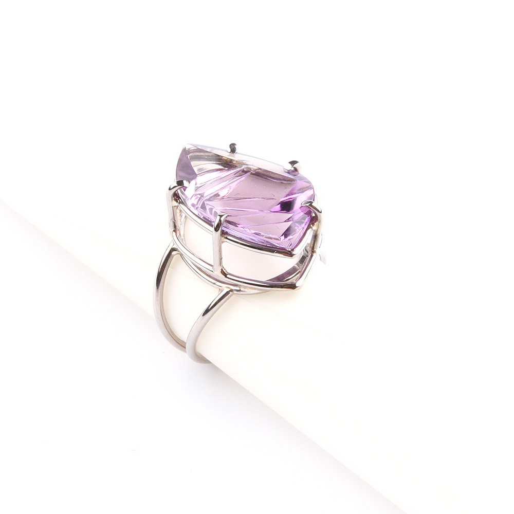 Ring in witgoud met amethyst