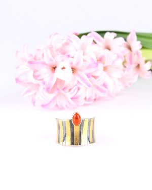Tutanchamon ring with a Fire opal