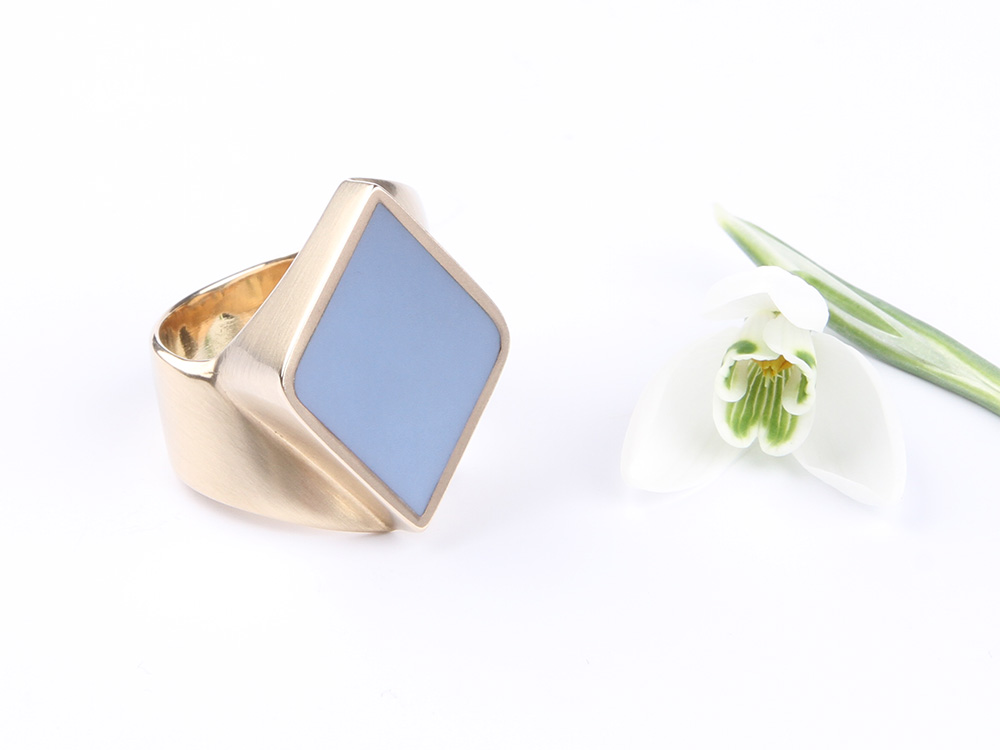 Contemporary gold signet ring in diamond shape