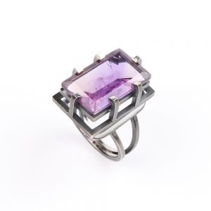 Gorgeous silver ring with amethyst