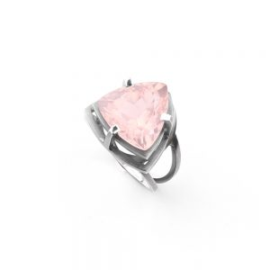 Beautiful silver ring with rose quartz