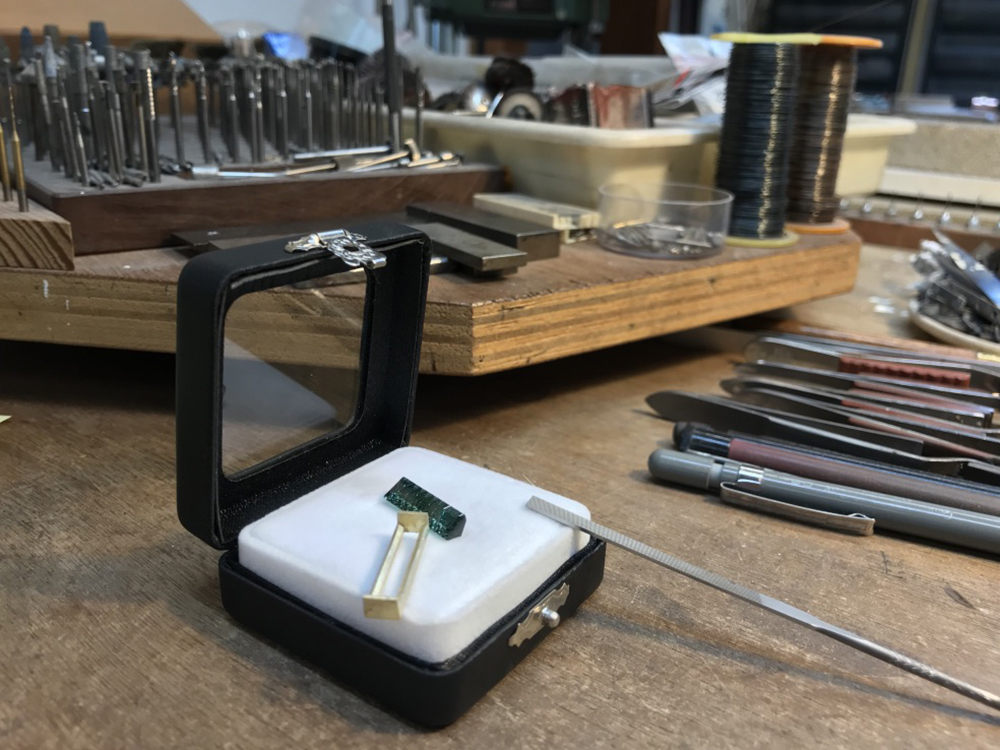 Making a bezel for the tourmaline
