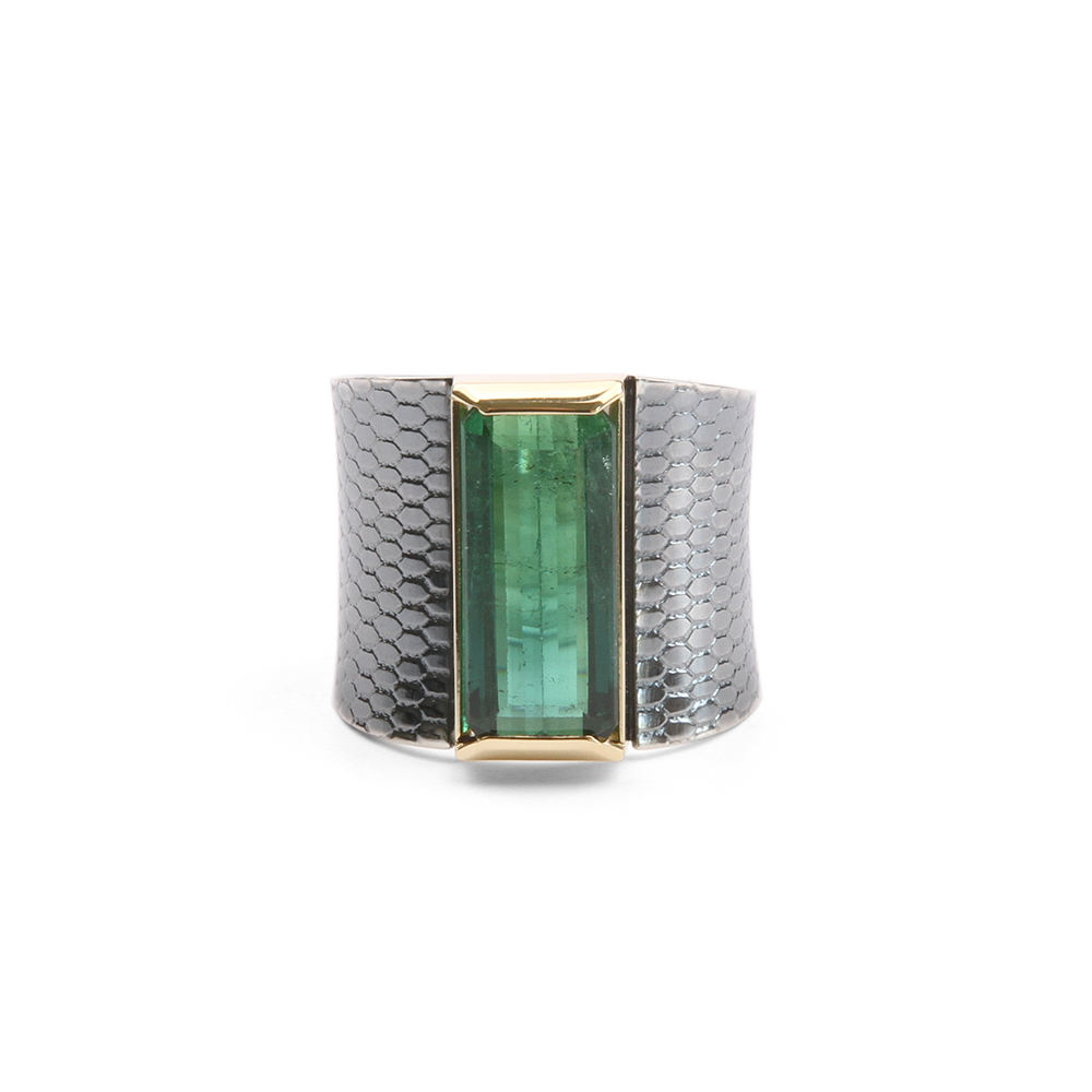 Ring with green tourmaline