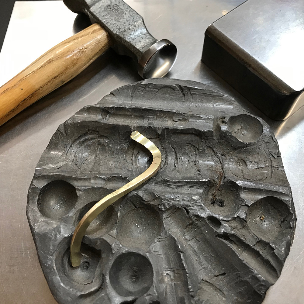 Forging a gold rod in a ring