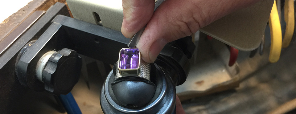 Setting an amethyst