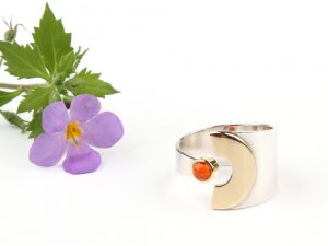 Ring with a half moon of gold and fire opal