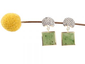 Long earrings with green jade
